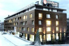 Λάκι Μπάνσκο| Πρόσοψη του ξενοδοχείου καλυμμένη με χιόνι