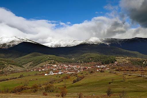 Το χωριό Dobarsko στους πρόποδες του βουνού Ρίλα | Lucky Bansko