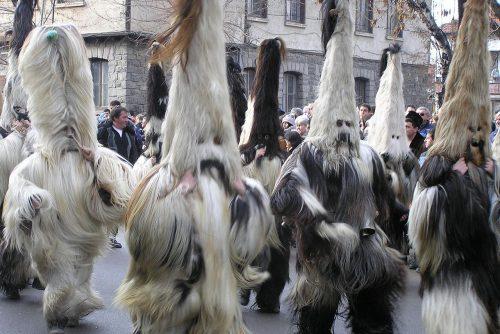 Kukeri κυνηγάει κακά πνεύματα | Lucky Bansko SPA & Relax