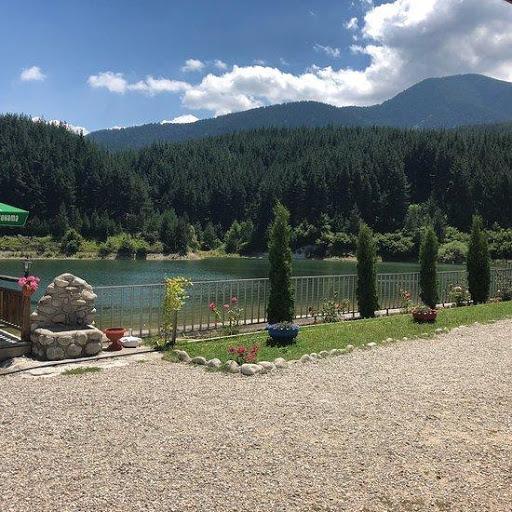 Θέση για χαλάρωση κοντά στη λίμνη Κρινέτς