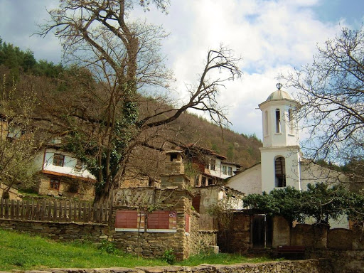 Εκκλησία στο χωριό Λέστεν