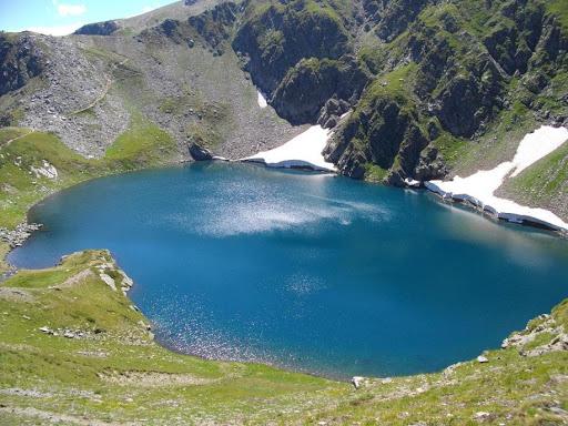 Πικνίκ στη λίμνη των ματιών