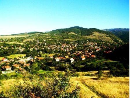Ορυκτές πηγές μέσα και γύρω από την Eleshnitsa